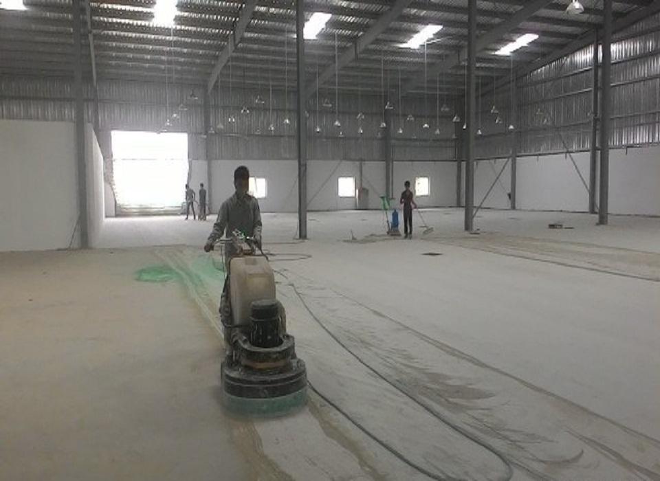 mài sàn chuẩn bị thi công sơn epoxy