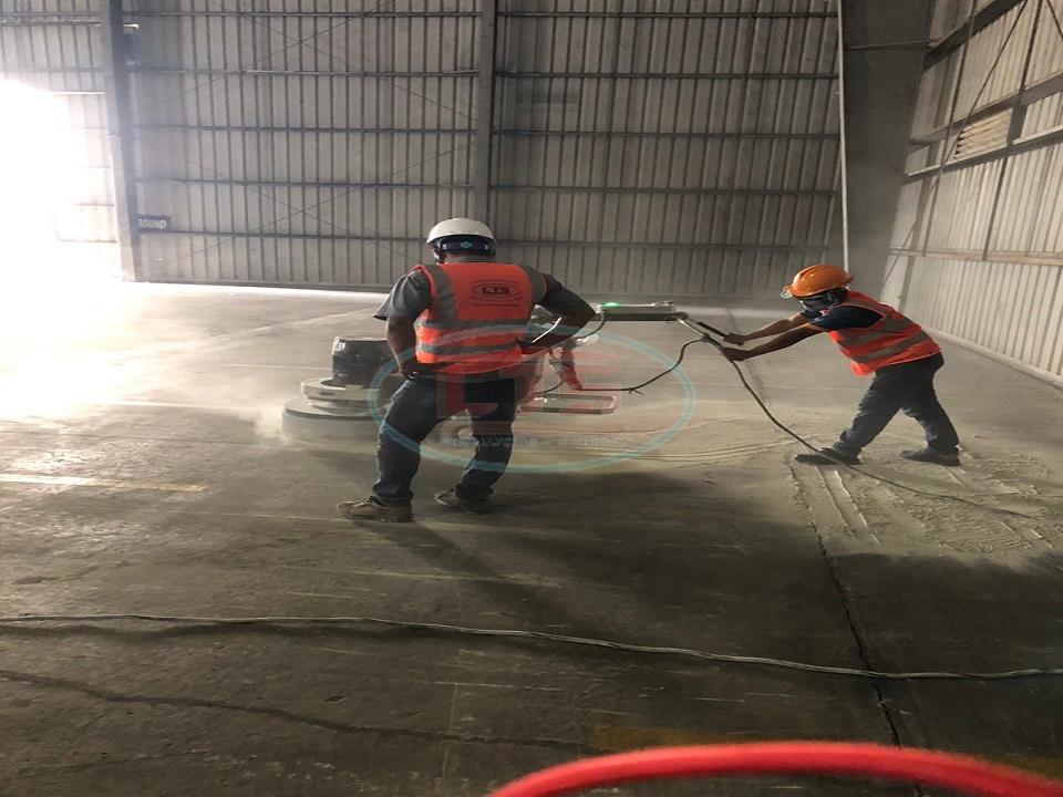 xử lý sàn trước khi thi công sơn epoxy